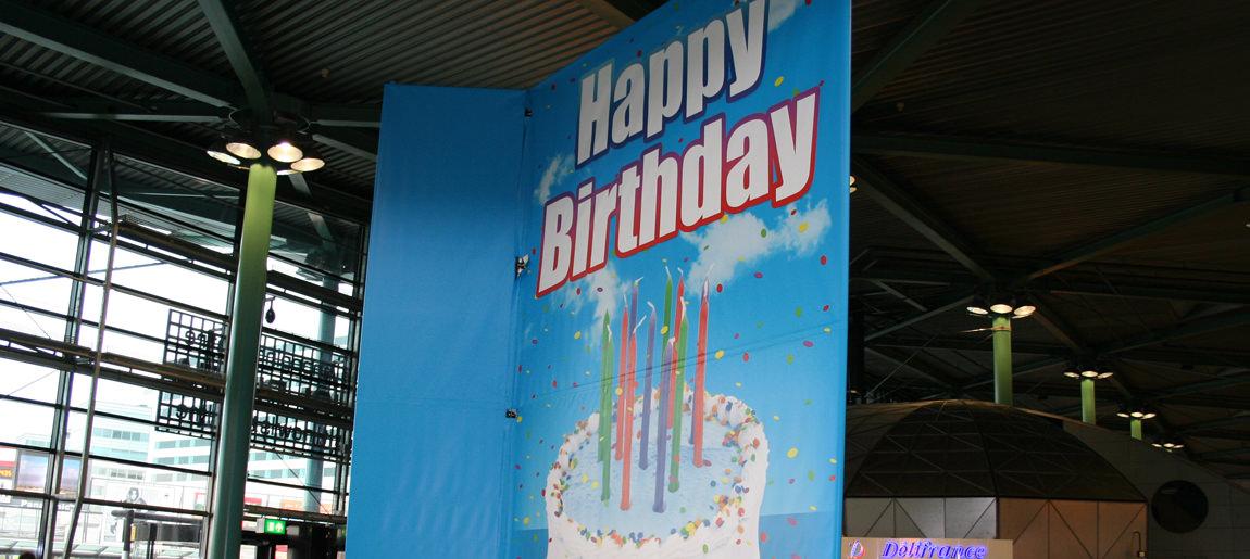 KLM Verjaardagskaart brand activtion Custom EventSchiphol catwalkactie brand activtion Custom Event